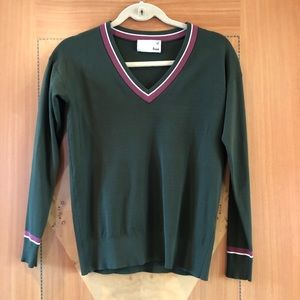 V-neck sweater .